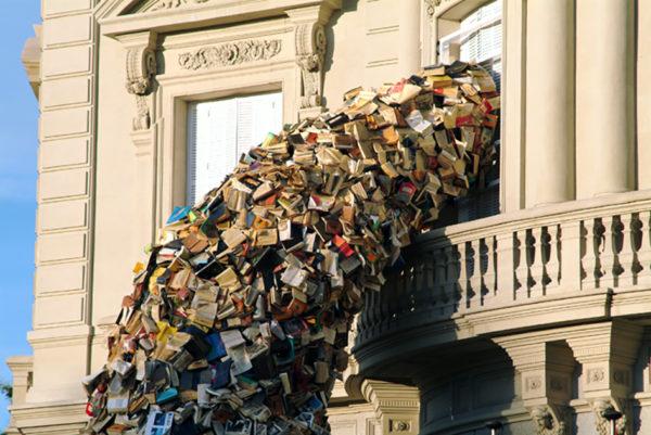 Cascata di libri